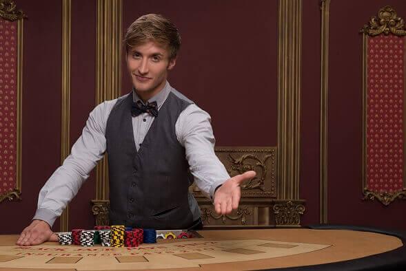 Crupier en directo para blackjack con dinero real